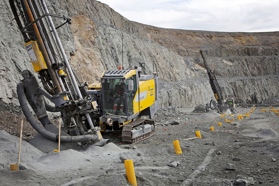 Model of efficiency: At the Aitik mine in Sweden the SmartROC D65 drills a row of presplit holes 33 m deep at an angle of 20 degrees (from the vertical).