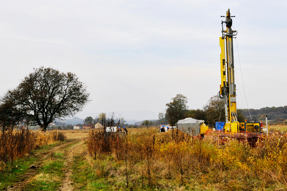 Exploration drilling in Serbia: The Atlas Copco Mustang 13-F1 at work in the Jadar River valley.