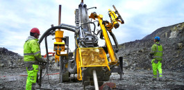 Committed to RC drilling: the new Explorac 100 is compact yet powerful, featuring an automated rod handling system and benefits for personal safety in the field.