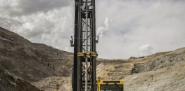 The PV-311 during field testing at a U.S. copper mine. Several design features in combination enabled the rig to drill 20 m holes with excellent hole quality and more.