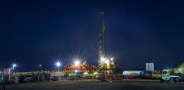Nightfall at the site: The giant, mobile Predator drilling a gas well more than 2 000 m deep.