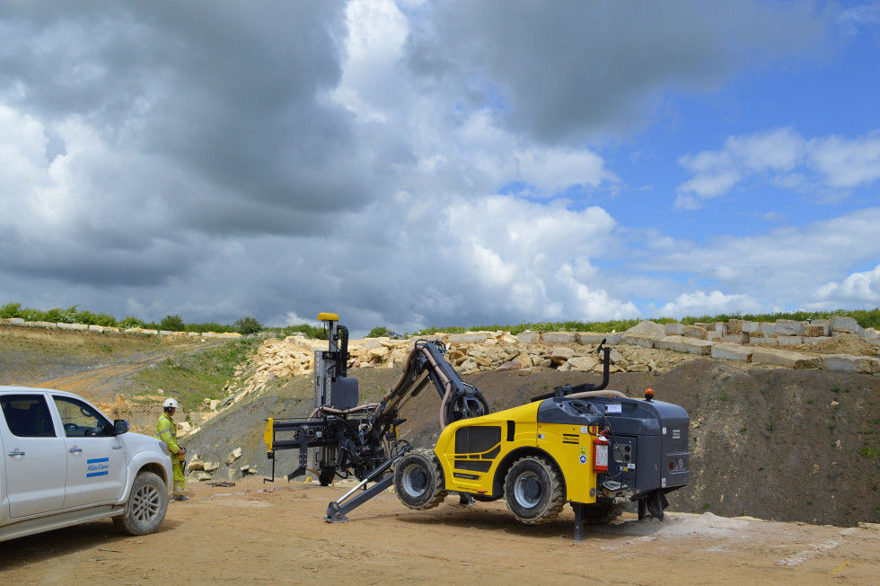 3. The first Atlas Copco Rock Buggy to be delivered to the UK is winning praise from drillers at the Blebe Stone limestone quarry in Lincolnshire.